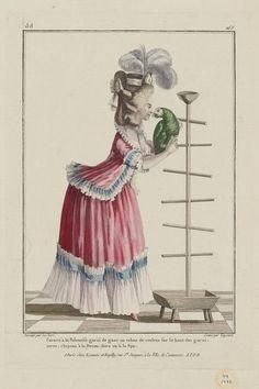 1780 Caraco à la Polonoise garni de gaze, un ruban de couleur sur le haut des garnitures: chapeau à la Devonshire ou à la Spa.
