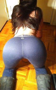 girlsinyogapants.us