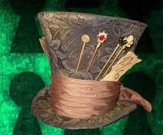 Instructions to make the Mad Hatter Hat from the new Tim Burton's Alice in Wonderland. I think I will use this idea to make the Wizards Hat from Wizard of Oz.