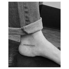 """Wanderlust significa """"desejo de viajar"""" ✈️ Lettering feita pelo @arth.gomes. Ele atende em nossas unidades Parada Inglesa, na Av. Luiz Dumont Villares - 560, e Jardins, que fica na Alameda Jaú - 1529. Para agendamentos e consultas, é só ligar no (11) 3297-6999 ou mandar uma mensagem por whatsapp para (11) 96785-1569. Quer saber tudo o que rola no dia a dia dos estúdios? Snapchat: skink-tattoo. #wanderlust #lettering #letteringtattoo #triplovers #tattoo #tattoos #tatuagem #tats #bodyart ..."""