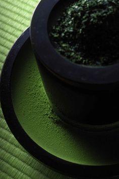 Japanese green tea V Japanese Green Tea Matcha, Matcha Green Tea, Chai, Tea Culture, Japanese Tea Ceremony, Green Tea Powder, Tea Art, Japanese Sweets, Tea Recipes