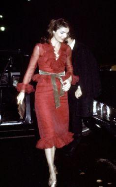 Jackie Onassis arrives at La Cote Basque, 1970