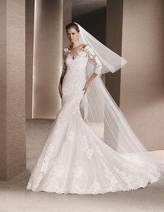 ef6a4aec5f7e Pronovias Off White Lace Roxanne Destination Wedding Dress Size 10 (M) off  retail