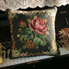 Needlepoint Pillows, Needlepoint Kits, Martha Stewart, Primitive Pillows, Bordado Floral, Crafts Beautiful, Tapestry Weaving, Cross Stitch Flowers, Rug Hooking
