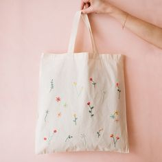 Bags 376683956337836667 - # broderie © Richard Boutin – Selber machen – Source by Shabby Chic Embroidery, Embroidery On Clothes, Embroidery Bags, Simple Embroidery, Embroidery Hoop Art, Embroidery Stitches, Embroidery Fashion, Broderie Simple, Diy Broderie