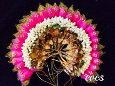 14 Flower Designs To Complete Your Bridal Hairstyle! Seed Bead Flowers, Beaded Flowers, Floral Garland, Flower Garlands, Diy Hair Accessories Beads, Wedding Accessories, Bird Paper Craft, Flower Makeup, Indian Bridal Hairstyles