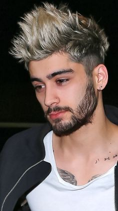 "Zayn) ""nobody will talk to me. Zayn Mallik, Zayn Malik Photos, One Direction Zayn Malik, Cabelo Zayn Malik, Zayn Malik Hairstyle, Haircuts For Curly Hair, Haircuts For Men, Curly Hair Styles, Le Rosey"