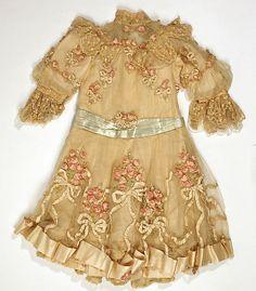 Little girl's antique dress with ribbonwork. Vintage Outfits, Vintage Gowns, Vintage Mode, Antique Clothing, Historical Clothing, 1900s Fashion, Vintage Fashion, Viktorianischer Steampunk, Kind Mode