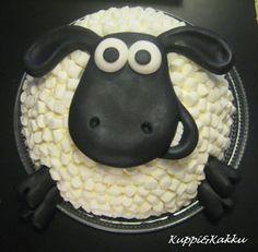 Late Lammas -kakku Sheep Fondant, Sheep Cupcakes, Easter Cupcakes, Novelty Birthday Cakes, Novelty Cakes, Birthday Cake Girls, Shaun The Sheep Cake, Lightning Mcqueen Birthday Cake, Types Of Cakes