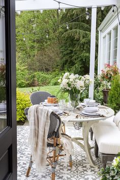 Gorgeous outdoor dining area by Zevy Joy