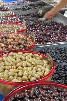 The Culinary Linguist-Homemade-How to Cure Olives-Pickle and Marinate Olive Recipes, Greek Recipes, Pickled Olives, Olive Brine, Marinated Olives, Fermented Foods, Canning Recipes, Fruits And Veggies, The Cure