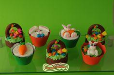 Cupcakes e Bolo-Bombom em formato de Cestinhas