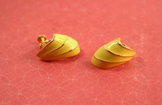 Napier Yellow and Gold-Tone Screw Clip Earrings - Vintage Early 1990s by FrogTears on Etsy