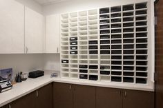 Shelving for order trays in lab