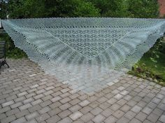 Ravelry: 4 weeks knitted lace shawl pattern by Beatrice Olsson