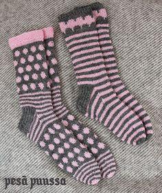 pink & grey 2 x knitted socks Crochet Socks, Knitting Socks, Hand Knitting, Knit Crochet, Silly Socks, My Socks, Pink Socks, Lion Brand Yarn, Knitting Videos