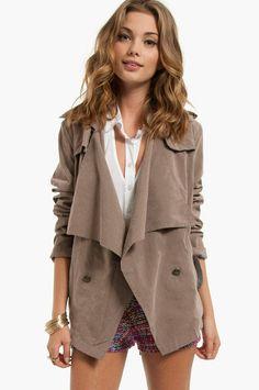Ruffle coat in khaki.