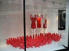 VM | Window Visual Merchandising | VM | Window Display | Joseph painted dolls in window display