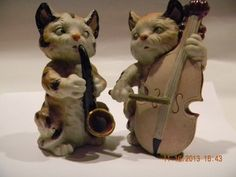 Lovely larger vintage pair of cat musician figurines..sax and cello maybe? Fudge striped! adorable