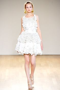 See the complete Antonio Berardi Spring 2011 Ready-to-Wear collection.