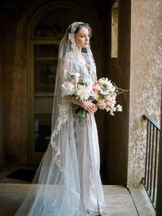 Schleier Claire Pettibone Horizon Couture Wedding Gown with beaded Casablanca Juliet style bridal ve Couture Wedding Gowns, Wedding Dress Trends, Wedding Veils, Bridal Gowns, Wedding Dresses, Bridal Headpieces, Wedding Hair, Bridal Hair, Diy Wedding