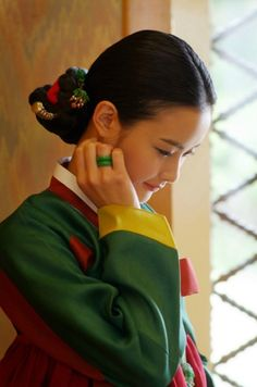 Hanbok, Korean traditional clothes ~Via Huilin Fang Korean Hanbok, Korean Dress, Korean Outfits, Korean Traditional Dress, Traditional Fashion, Traditional Dresses, Korean People, Korean Women, Korean Girl