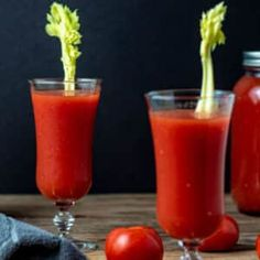 Canning Tomato Juice, Tomato Juice Recipes, Canning Whole Tomatoes, Vegetable Juicer, Brunch Drinks, Potato Mashers, Food Mills, Home Food, New Recipes