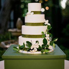 Pumpkin Wedding Cakes, Black Wedding Cakes, Wedding Cake Roses, Themed Wedding Cakes, Fall Wedding Cakes, Elegant Wedding Cakes, Old School Wedding, Wedding Wraps, Geometric Wedding