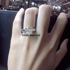 "@venusdiamondofficial's photo: ""แหวนเพชรหลุดจำนำค่า 4.24 caratตัวเรือนทองขาวหนาอยู่ เพชรสะอาด vvsคะ น้ำประมาน 92 คุ้มจริง ราคาเบาๆ 970,000 (us$ 29,900) สนใจรีบline ด่วนเนอะ line id:venusdiamondofficial #venusdiamond #largediamond #highjewelry #hermeslover #siambrandname #diamondlover #4carat #thailandweddingexpert #thailandweddingplanner #wedding #engagementring"""