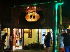 Beco das cores em Arraial d' Ajuda, a vida noturna da ria Mucugê, a mais famosa da vila pra ir a noite. #visiteoArraial
