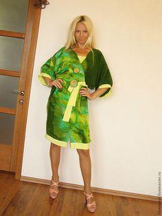 Купить или заказать комплект- Абсент(платье плюс кимоно) в интернет-магазине на Ярмарке Мастеров. комплект из натурального шелка с ручной росписью, состоит из платья-туники оливкового цвета,которую можно одеть как самостоятельно, так и с брюками ,и кимоно,очень модная одежда в этом сезоне,можно тоже одеть в комплекте либо самостоятельно.Купить можно по отдельности,платье стоит- 5500р.,кимоно -8500р. К комплекту есть в наличии палантин (70х250) стоимость-4500р.