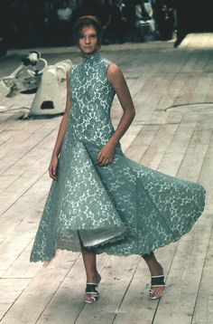 1999 - Alexander McQueen show -