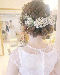 いいね!1,214件、コメント1件 ― プレ花嫁の結婚式準備アプリ♡ -ウェディングニュース-さん(@weddingnews_editor)のInstagramアカウント: 「* * #小花 たっぷり #ナチュラル 可愛い #ブライダルヘア がとっても素敵 #ドレス の雰囲気にぴったり✨ * * こちらのお写真は #美容師 @sakincho1028…」 Hair Design For Wedding, Wedding Hair Down, Wedding Hair Flowers, Flowers In Hair, Bride Hairstyles, Down Hairstyles, Romantic Wedding Hairstyles, Bridal Makeup, Bridal Hair
