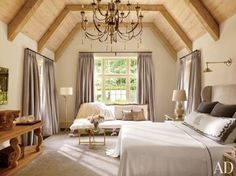 Home Decorating Style 2020 for 48 Unique Rustic Bedroom Decor, you can see 48 Unique Rustic Bedroom Decor and more pictures for Home Interior Designing 2020 1865 at Build Home. Rustic Bedroom Design, Rustic Bedroom Furniture, Rustic Bedrooms, Bedroom Designs, Farmhouse Furniture, Home Bedroom, Bedroom Decor, Bedroom Ideas, Bedroom Interiors