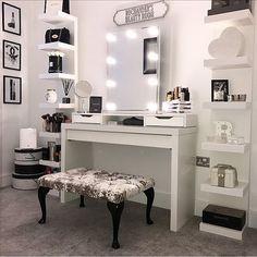 Zimmer deko ideen DIY Makeup Room Ideen mit Design Inspiration, Organizer & Bild How to Choose a Girl Bedroom Designs, Room Ideas Bedroom, Bedroom Decor, Master Bedroom, Makeup Room Decor, Makeup Rooms, Vanity Design, Cute Room Decor, Stylish Bedroom