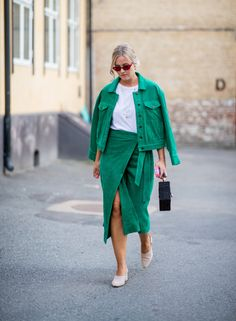 What to Wear Tomorrow, According to the Biggest Street Style Trends Right Now High Street Fashion, Fashion Week Paris, Fashion Weeks, High End Fashion, Uk Fashion, Fashion Trends, Womens Fashion, Fashion Styles, Retro Fashion