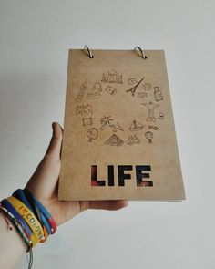 Agendas Di art  Por un 2017 lleno de vida :D Clientes felices, gracias !!!! #diseñodiart #diseño #agendas #libreta #mdf #cortelaser #fotografia #vida #empaque #inspiración #2016 #arte #bogota🇨🇴 #diseñoindependiente #design #books #elephants #book #lasercut #inspiration #art #artist #instadaily  #packaging #good #life