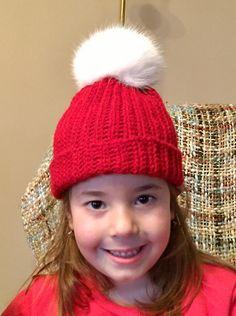 Κόκκινο χειροποίητο πλεχτό μάλλινο σκουφάκι με  πραγματικό γούνινο άσπρο πομ πομ / Red handmade knitted woolen hat with real fur white pom pom