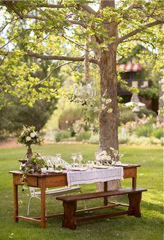 al fresco dining Outdoor Entertaining, Outdoor Fun, Outdoor Dining, Outdoor Tables, Rustic Outdoor, Outdoor Seating, Mesa Exterior, Festa Party, Al Fresco Dining