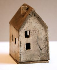 papa io [][] love the little tree impression! Clay Houses, Ceramic Houses, Miniature Houses, Art Houses, Wood Houses, Clay Art Projects, Polymer Clay Projects, House Silhouette, Pottery Houses