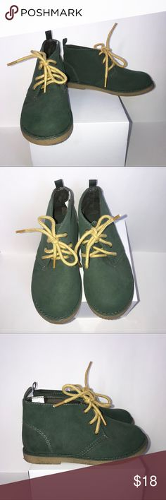 Koala Kids Toddler Boys' Faux Suede Desert Boots These faux suede boots are stylish and sensible in green with a rubber outsole, yellow laces, and green camo lining. In excellent used condition. Koala Kids Shoes Boots
