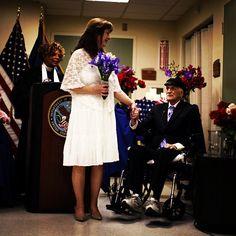 """A la edad de 88 años el ex marine sobreviviente de la Segunda Guerra Mundial, Jack Wright, se casó con su novia de 30 años en el hospital de la Administración de Veteranos en Los Angeles, ya que el """"héroe de guerra"""" padece de cáncer. FOTO: Reuters"""