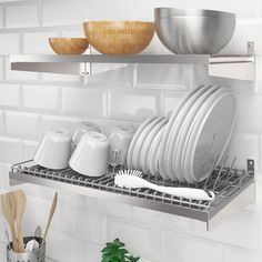 Just like in a restaurant kitchen, we've focused on durable materials and smart wall storage that provides the space needed for all creative home cooks. Kitchen Worktop, Kitchen Utensils, Kitchen Countertops, Wall Storage, Kitchen Storage, Wall Mounted Dish Rack, Stainless Steel Containers, Ikea Wall, Small Kitchens