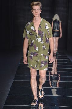 Ellus presented its Spring/Summer 2017 collection during São Paulo Fashion Week.