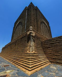 Monument to Piet Retief at Voortrekker Monument, South Africa Most Beautiful Beaches, Beautiful Places, Namibia, Cool Photos, Interesting Photos, Beaches In The World, My Land, African History, Day Trip