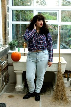 '90s fashion trend to bring back: Mom Jeans and Flannel Tees