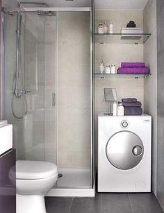 Banheiro com máquina de lavar