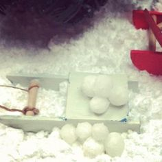 how to: snow and snow balls mix snow flakes with glue and roll into balls -messy !!!