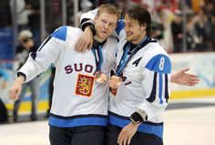 Mikko Koivu and Teemu Selanne at Vancouver 2010 with their bronze medals