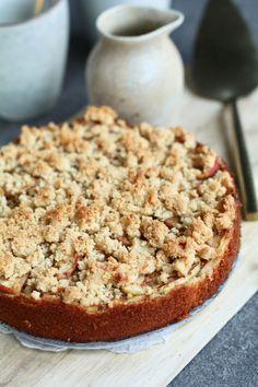 Glutenvrije appel kruimel cake. Heerlijk met vanilleroom erover! Zelf maken? Ontdek het recept op Beaufood.nl   Glutenvrije appel kruimel, Glutenvrije biscuittaart, Gezonde foodblogs, Gezonde taarten, Beaufood recepten, Glutenvrije foodblogs. #appelkruimel #appeltaart #grootmoederstaart #applepie #glutenfree #glutenvrij Sweets, Cookies, Desserts, Food, Crack Crackers, Tailgate Desserts, Deserts, Goodies, Biscuits